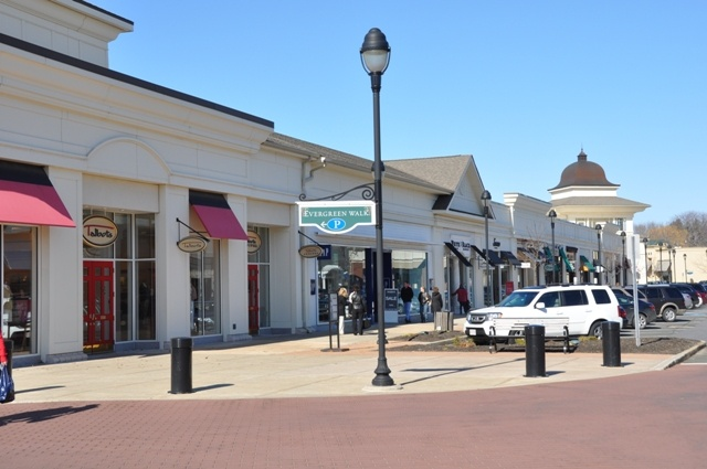 The Promedane Shops at Evergreen Walk, South Windsor. Fun family activities throughout  a year.