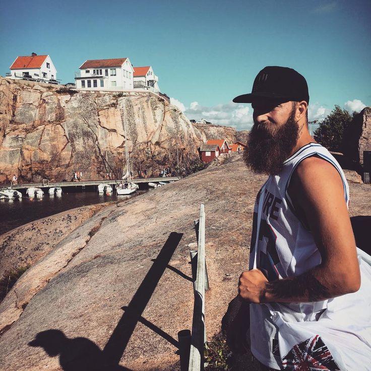 #smögen #sverige #beard #skägg #semester #bearded #beardlife #boat #sea #skäggig #longbearddontcare #beardenvy #happy #positivevibes #positive #noberuofsweden