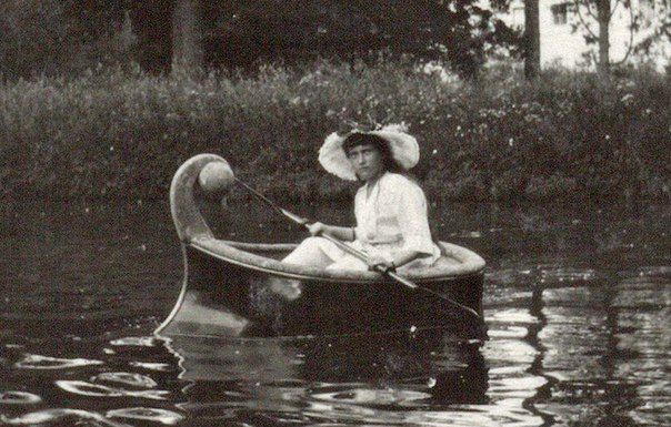 Anastasia in 1914 taken from http://vk.com/naaotma