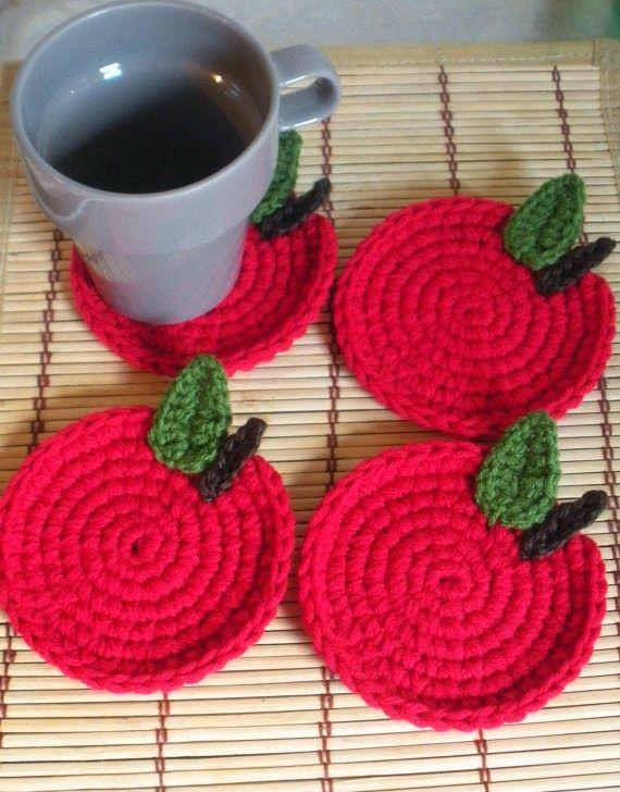 kırmızı elme bardak altlığı