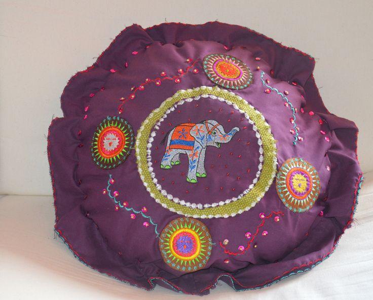 Coussin rond, éléphant coloré, 45 cm de diamètre : Textiles et tapis par poutchipoutchou