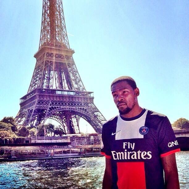 Kevin Durant in Paris - PSG fan