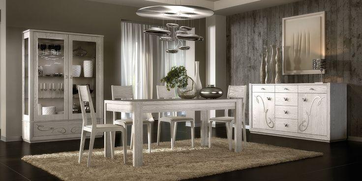 SALA GISELLE in legno massello di frassino. La COLLEZIONE GISELLE è una raccolta di mobili in stile classico contemporaneo. Uno stile perfetto per chi vuole unire il gusto classico ad un arredamento moderno.