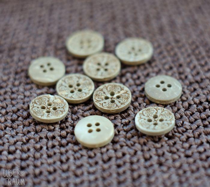 Carved Coconut Buttons - set of 5 - 12mm - Über den Traum