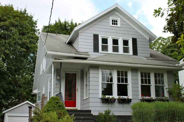 love the grey exterior and red door