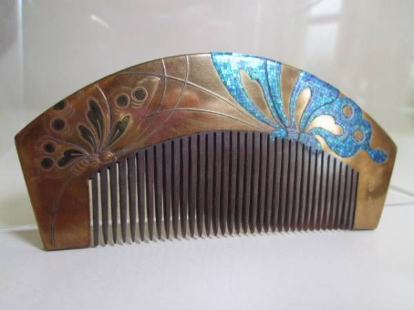 [Kotsuki] comb _ image 1 of antique MurasakiIzumi work this tortoiseshell mother-of-pearl crafted Sokin Makie butterfly diagram
