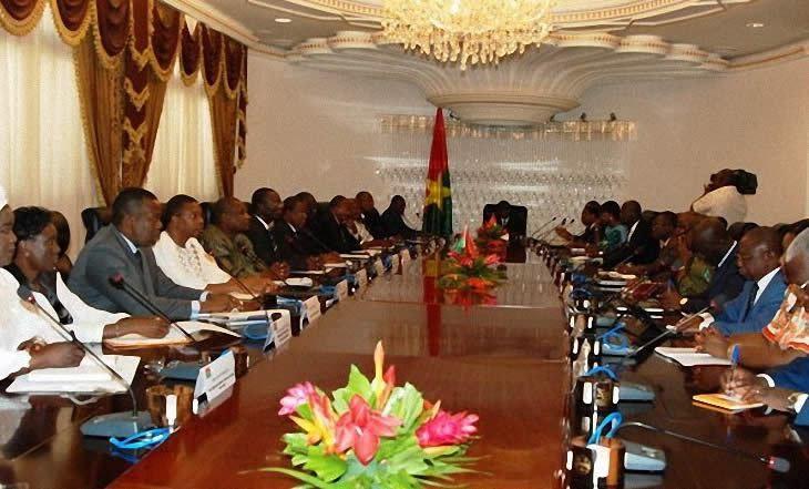 Burkina Faso : Tenue à Ouagadougou du premier conseil des ministres depuis le coup d'État - http://www.camerpost.com/burkina-faso-tenue-a-ouagadougou-du-premier-conseil-des-ministres-depuis-le-coup-detat/?utm_source=PN&utm_medium=CAMER+POST&utm_campaign=SNAP%2Bfrom%2BCamer+Post