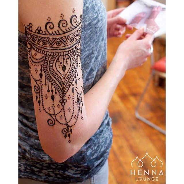 Wrap-around henna.  So beautiful #arm #henna #design