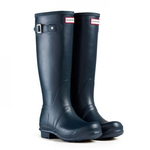 hunter navy blue boots incase it rains!