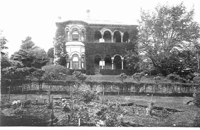 """PH 7814. """"Dunranven"""", Clendon Road, Toorak; c.1904."""