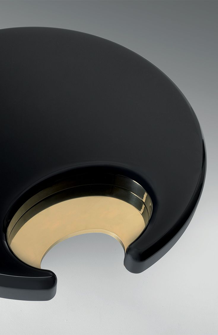 Attractive Round Shape, And The Smooth Combination Of Black And Gold In One Beautiful Coffee  Table