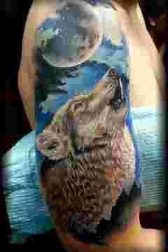 les 25 meilleures id es de la cat gorie tatouage loup hurlant sur pinterest tatouages de loup. Black Bedroom Furniture Sets. Home Design Ideas