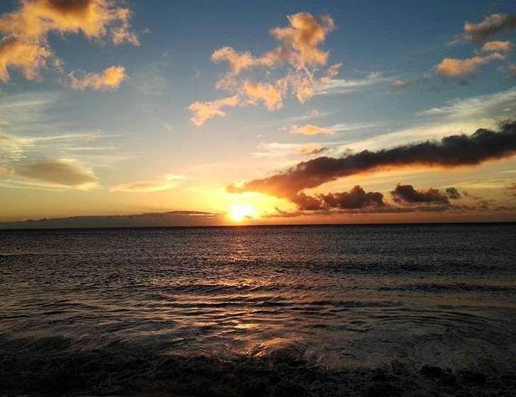No es casualidad que el municipio más al oeste de La Gomera, el de Valle Gran Rey, tenga unos atardeceres espectaculares. Sus playas, de finísima arena negra, son…