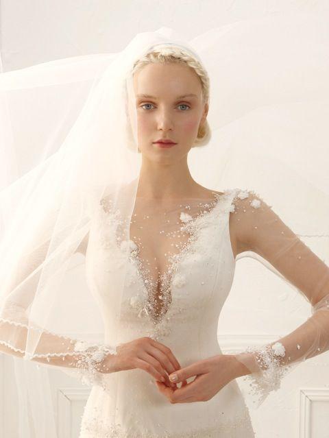 #annatumas #atelier #collezione2014 #weddingdress Dettagli curati finemente con tessuti unici e preziosi...