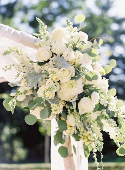 White flowers: http://www.stylemepretty.com/2015/03/10/elegant-omni-shoreham-hotel-wedding/ | Photography: Vicki Grafton - http://www.vickigraftonphotography.com/