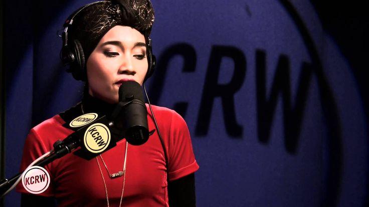 "Yuna performing ""Falling"" Live on KCRW"