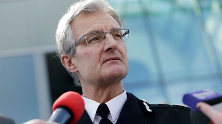 South Yorkshire Police chief David Crompton takes legal action over resignation - BBC News