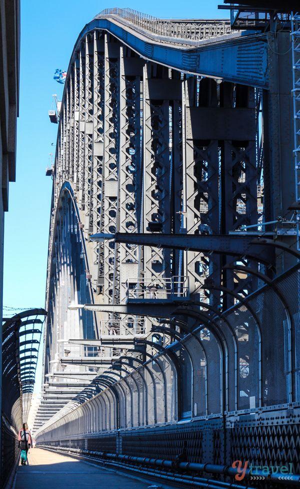 Walk across the famous Sydney Harbour Bridge (bucket list) ❤ www.pinterest.com/WhoLoves/Sydney ❤ #Sydney