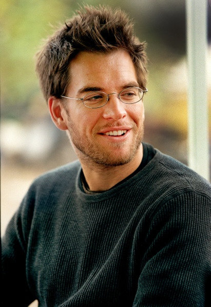 Michael Weatherly as Logan Cale (Eyes Only) in Dark Angel,        Stubble and glasses - my type of man :)