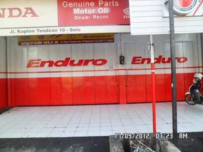 Buat toko jadi lebih menarik dengan branding pintu di Empat Warna Productama