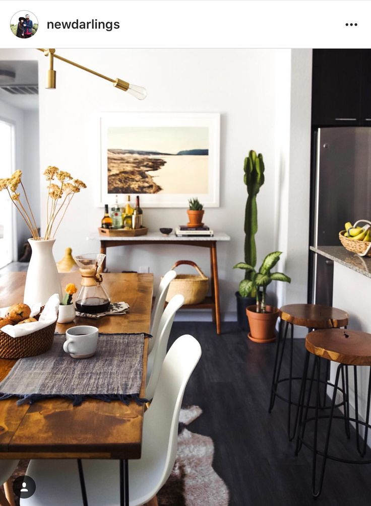 Greenery paired with mid century modern dining décor aid