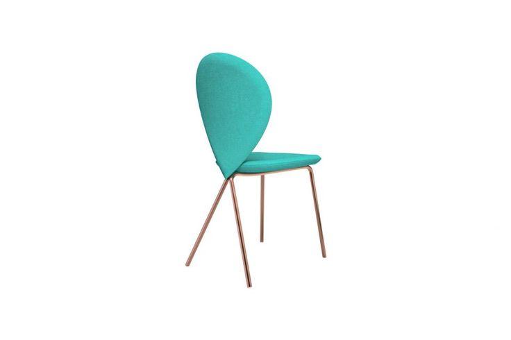 Ecco le nuove sedie presentate al Salone del Mobile: geometriche, sinuose o coloratissime. I modelli che abbiamo scelto per dare una svolta all'arredamento