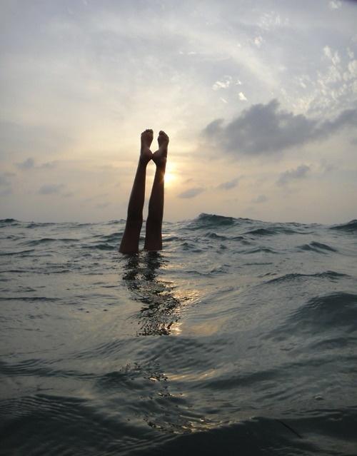 Dyka mitt ute i havet