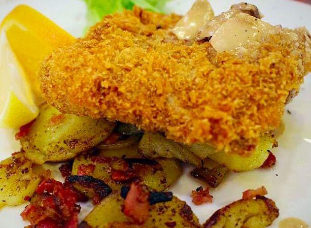 German Schnitzel und Bratkartoffelen with Cream Mushroom Sauce
