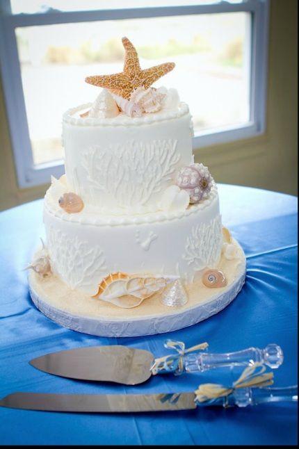 Best 25 beach wedding cakes ideas on pinterest beach themed beach wedding cake with starfish and seashells junglespirit Image collections