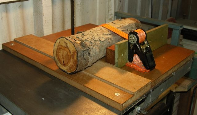 Bandsaw jig for logs woodworking projects plans