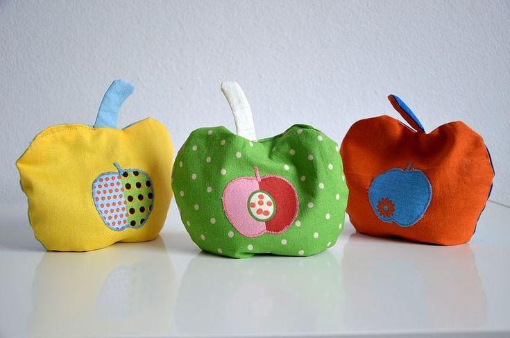 Wärmekissen für Kinder und Babys in Apfelform // Apple-shaped warming pillow by kalilah via DaWanda.com