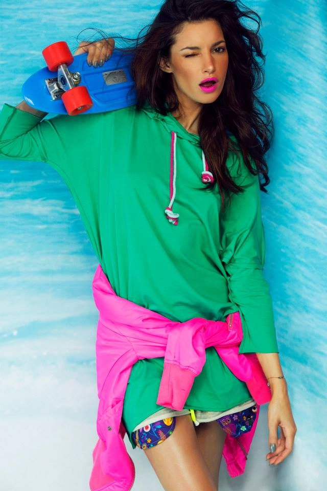 Summer 2014 #girl #model #brunette #hoodie #green #pink #skateboard #colorshake #warsaw