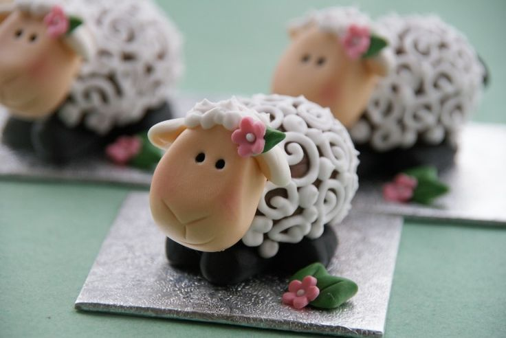 I love this! Not only are these sheep adorable, but there's a creme egg inside too!! Xxxx