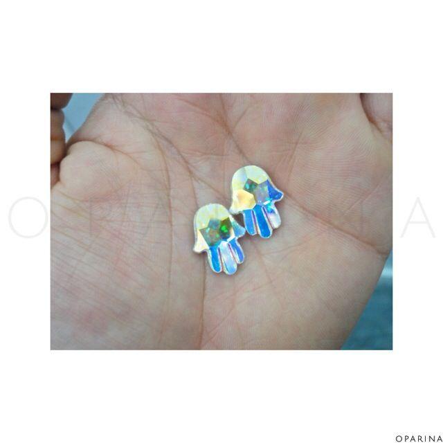 SWAROVSKI Fatima Hand Fancy Stone de 18 x 13.7mm Aurore Boreale (AB)# #swarovski #swarovskielements #oparina #hamsa #fatimahand #hamsahand #swarovskicrystal  #madewithstudio