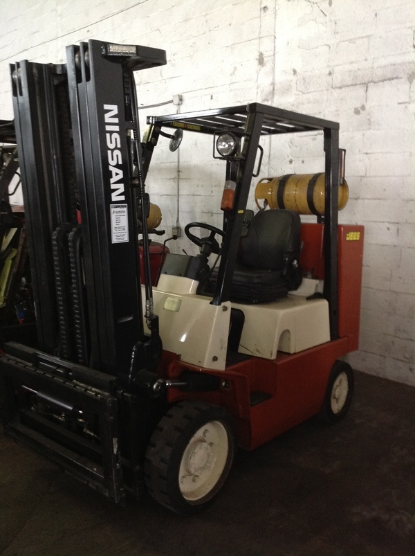 Forklift for sale in Miami 2003 Nissan JC80 Box Car Special 8,000 Lbs triple mast $12,500
