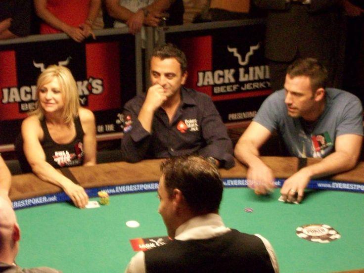 """Pentru a contribui la creșterea potului de pariuri într-un joc acasă, se poate adăuga regulilor o variantă cunoscută sub numele de """"carte ucigașă""""."""