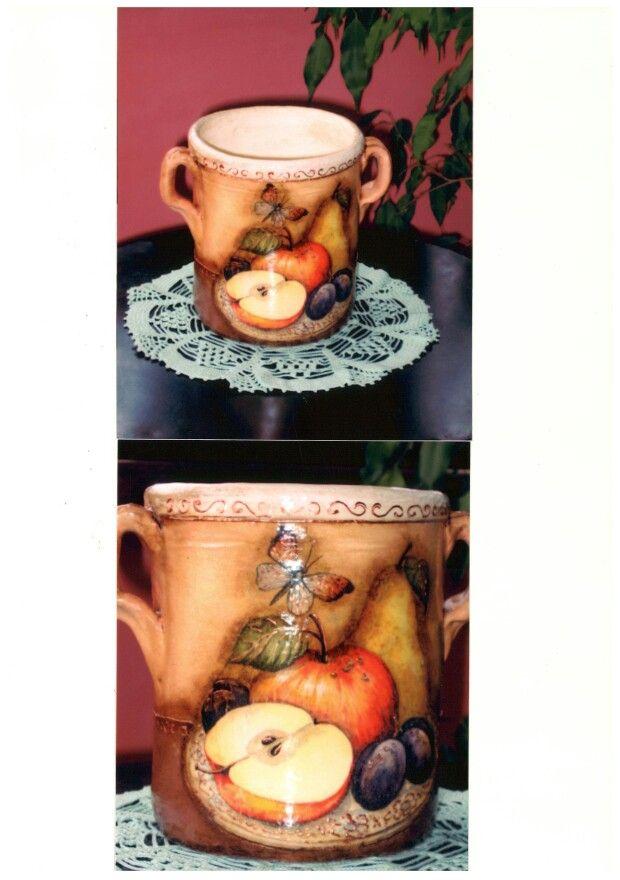 Vaso di creta decorato con il decoupage