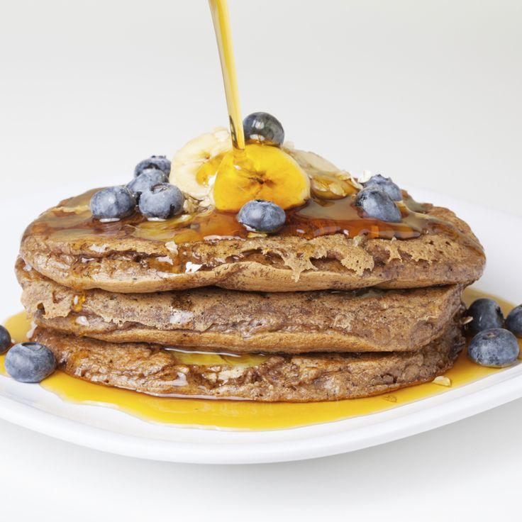 Descubra algumas receitas de panquecas de aveia bem saborosas e muito nutritivas. Vai querer tê-las no seu pequeno-almoço ou lanche!