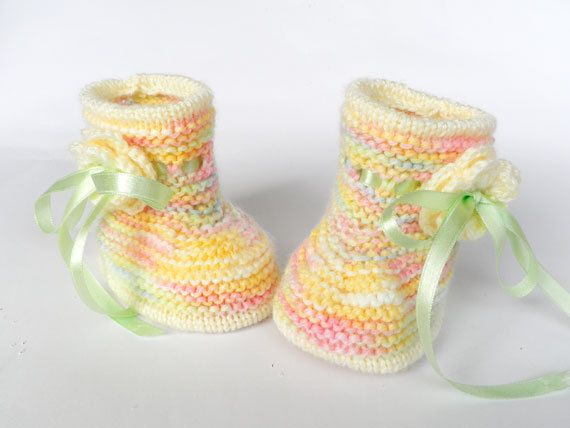 Knitted baby booties multicolored baby by Svetlanababyknitting, $18.00