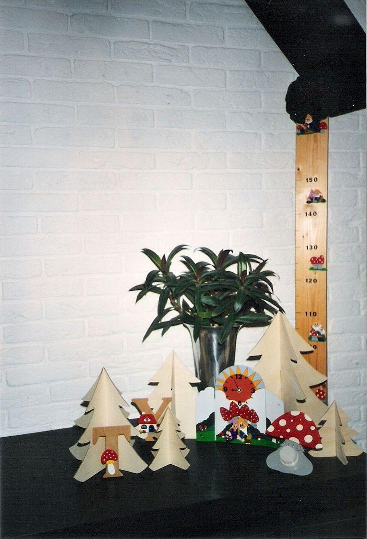 Meetlat, kerstbomen, nachtlampje, klok