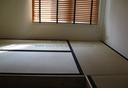 What is there not to love about japan? The Anime, the Sakura trees, the festivals, temples, super technologies-- there's just too much to love! Live it while in Bangkok in this Japanese style room~ Complete with tatami mats!