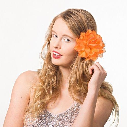 Dahlie 'orange' – Ansteckblume, Haarblume, Blüte von Boutique für wundervolle Accessoires zum Liebhaben! auf DaWanda.com