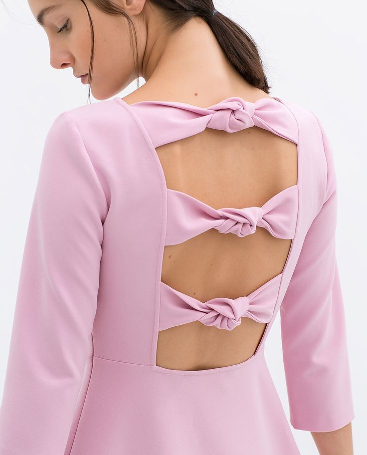 Románticos Tonos Pasteles en Zara// Romantic Pastels featured on this dress from Zara.