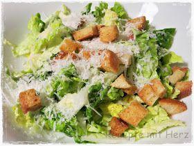 Romana Salat  110 g Mayonnaise  1 Ei  15 g Zitronensaft  1 EL Rotweinessig  50 g Parmesan  Prise Zucker  1 TL Sardellenpaste  1 Knob...