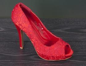 Power woman peep-toe pumps in rood met hoge hak ❤️