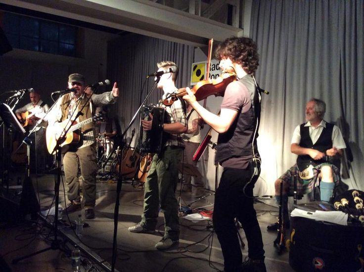 I ringraziamenti di Dario Calossi, il maschio alfa dei #luf, ai musicisti nell'Auditorium di @radiopopmilano