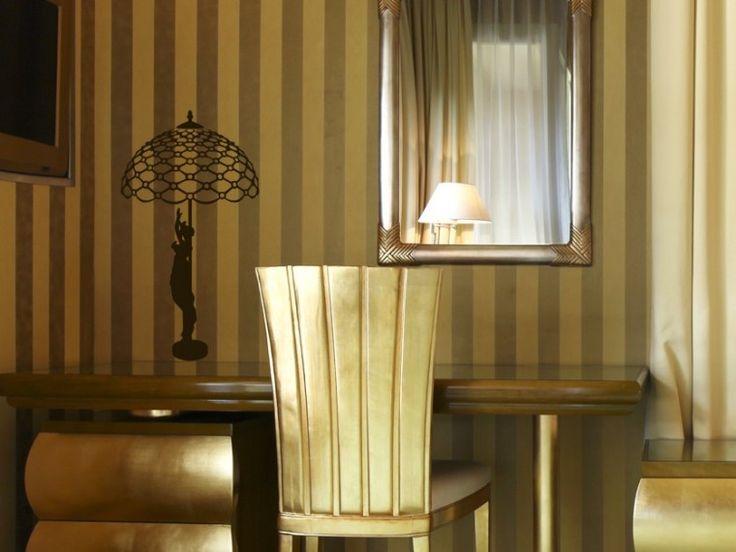 Lampada liberty > Collezione Oggetti Illuminare idealmente gli spazi, con il fascino intramontabile di una lampada in stile Liberty. Con questo sticker torna di moda il retrò. #wallstickers #mycollection #room #colour #design #home #office #living #stuff #light