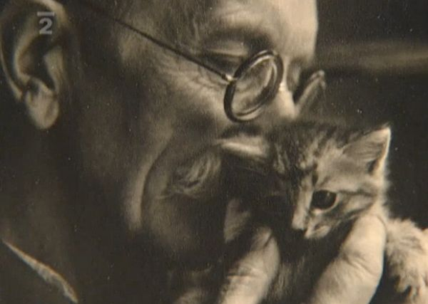 Bohuslav Reynek and a kitten