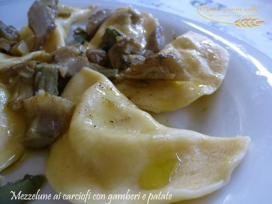 """Mezzelune ai carciofi con ripieno di gamberi e patate by Giovanna Bianco dal blog """"Pasta e non solo""""  Questa ricetta appartiene al progra..."""