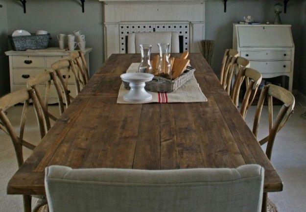Grande tavolo in legno grezzo